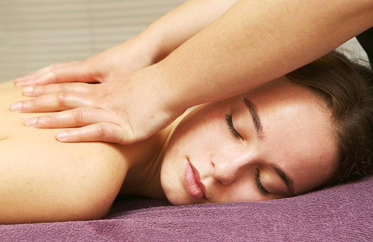 Afbeelding van een lichaamsbehandeling bij een schoonheidssalon