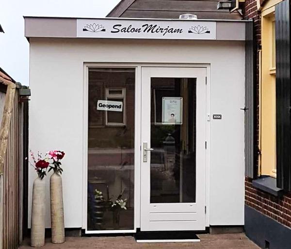Foto van de ingang sbichoonheidssalon Mirjam Holten